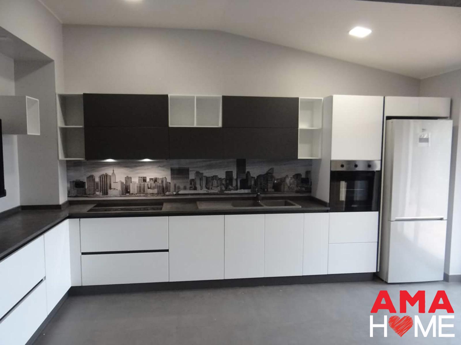 Come arredare una cucina moderna in bianco e nero amahome - Cucina tutta bianca ...