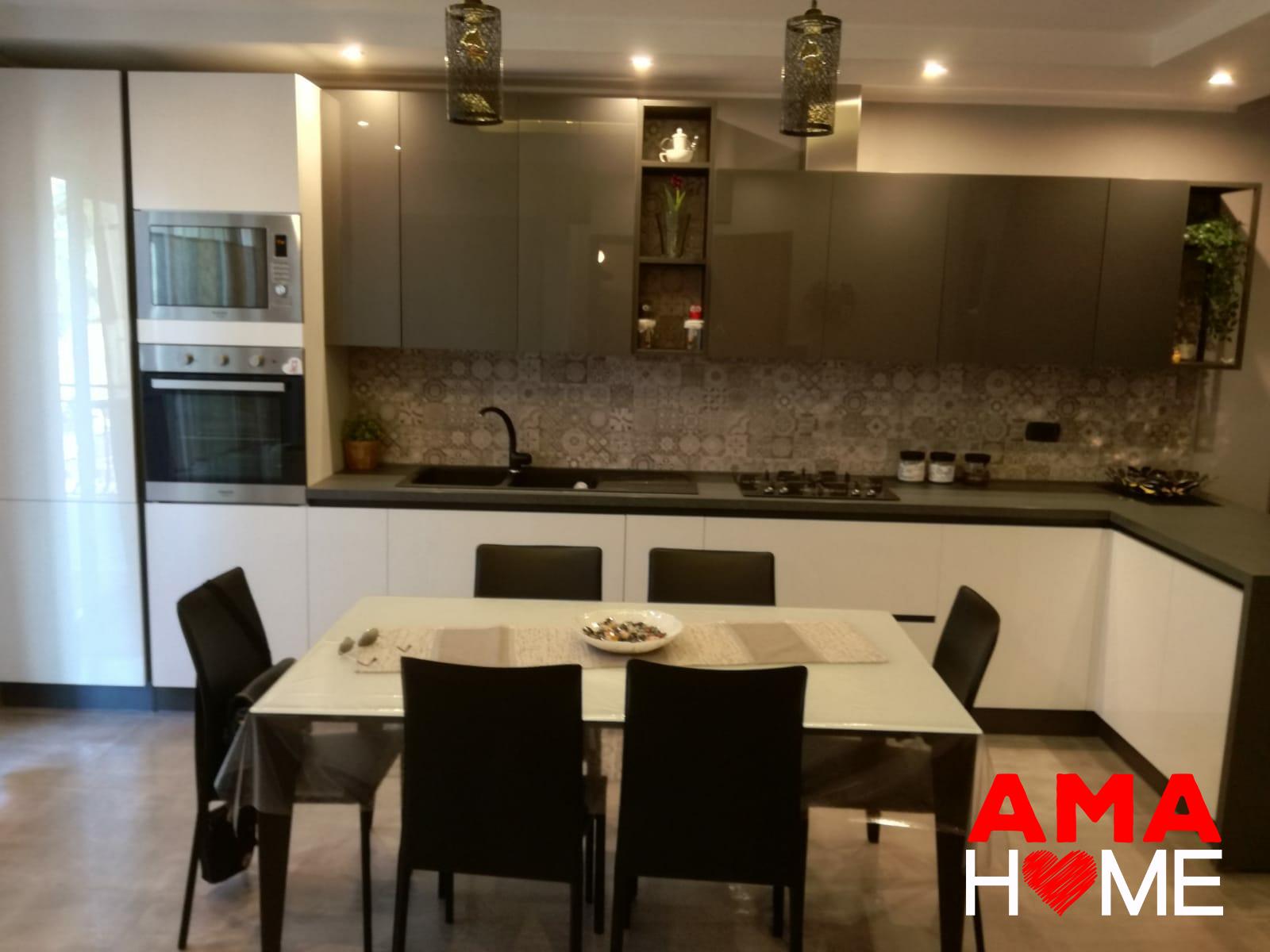 Tavolo Bianco E Nero Cucina.Come Arredare Una Cucina Moderna In Bianco E Nero Amahome